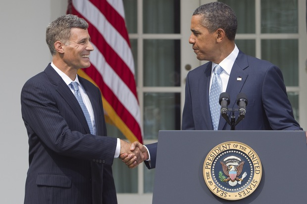 Alan Krueger shakes hands with President Barack Obama after announcing his nomination in August 2011 as chairman of White House Council of Economic Advisers.