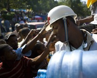 Aid Groups Look to Break up Bottlenecks After Haiti Quake