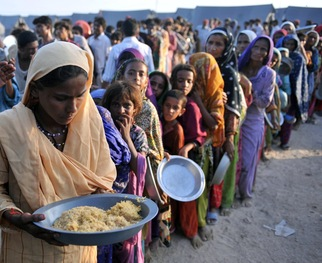 <strong></strong>Flood-displaced Pakistanis receive food at a distribution point at an Air force relief camp in Sukkur on August 18, 2010. Photo By Rizwan Tabassum / AFP