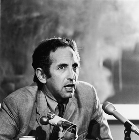 Daniel Ellsberg speaks at a news conference, circa 1970s. (Hulton Archive/Getty Images)