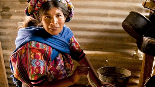 A Guatemalan woman prepares tortillas for her family. Photo by Arturo Godoy, GlobalPost.