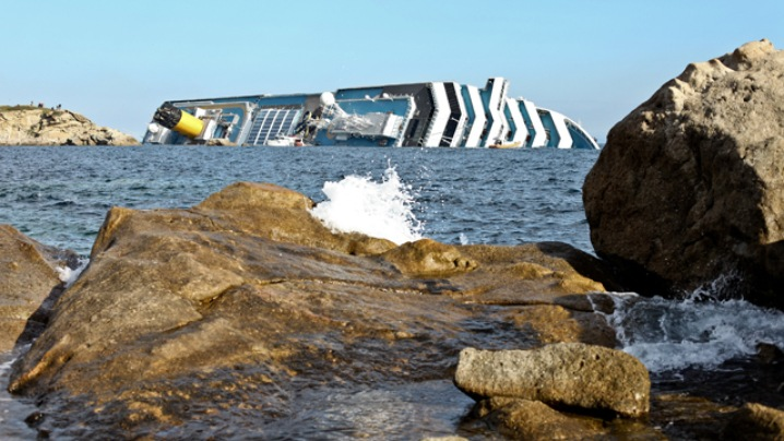Cruise Ship Sinks