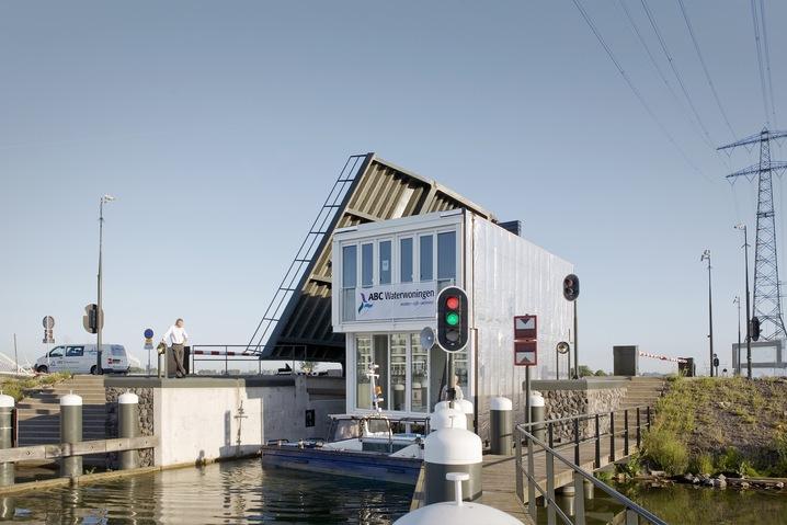 Hybrid Houseboats