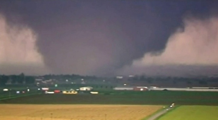 Mile-Wide Tornado Rips Through Suburban Oklahoma City  | PBS NewsHour
